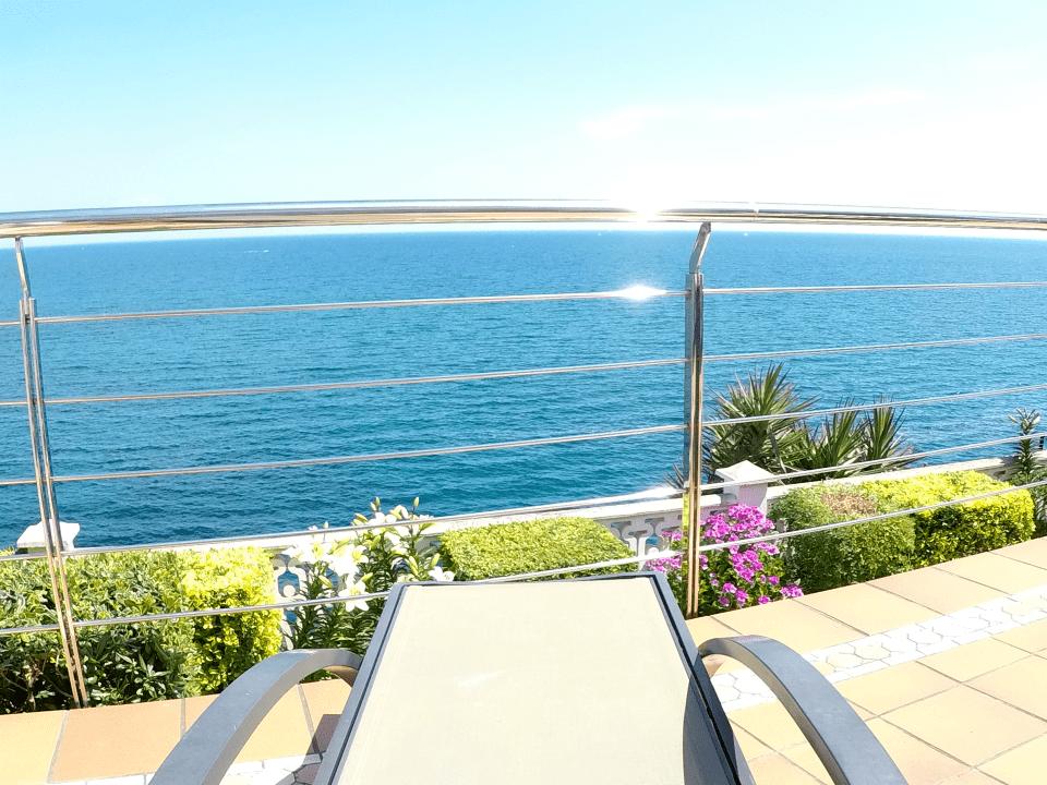 Apt Cau del Llop 1 CL1 - 02 Seafront view from chaise longe 960x720