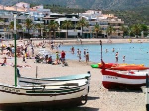 Apt 1er Carboneres 1CA-615 Platja del Port Beach with fishing boats 960x720