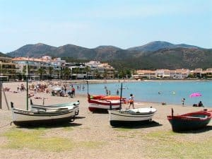 Apt 1er Carboneres 1CA-616 Platja del Port Beach with fishing boats 960x720