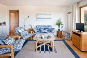 Apt Brises II BR2-425 Living Room 960x640