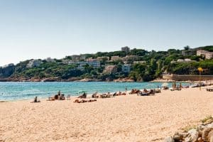 Apt Brises II BR2-611 Platja de Sant Pol Beach, from which you see the Apartment 960x640
